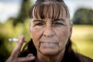 women-smoking